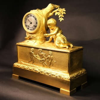 Small French striking ormolu mantel clock by Guyerdet of Paris for sale. Circa 1830.